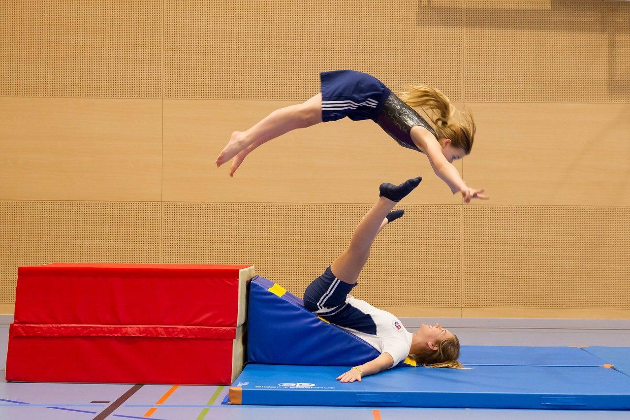 gilrs doing gymnastic