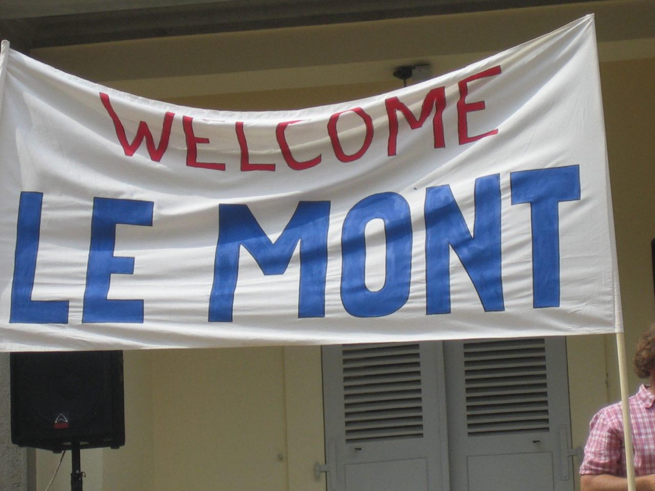 """""""Welcome Le Mont"""" sign"""